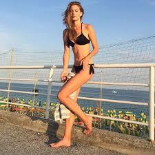 Astrid incinge plajele: a trecut de la fotbal la volei si sedinte de modelling