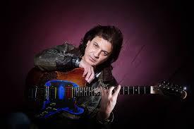 Chitaristul Eugen Mihaescu lanseaza albumul Guitaromania Part Two la Clubul Taranului Roman