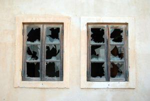 Teoria ferestrelor sparte: Oamenii tind sa se comporte in functie de mediul in care actioneaza