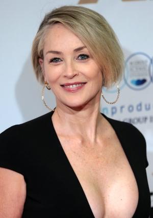 Sharon Stone, in varsta de 62 de ani, a pozat in costum de baie