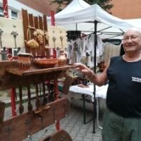 Anticarul Serban Ionescu face polite din lemn inedite